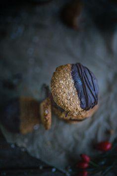 Rezept für himmlisch gesunde schwedische Haferkekse von Lynn Healthy Sweets, Cookies, Chocolate, Baking, Desserts, Recipes, Food, Gluten Free Biscuits, Oat Flour