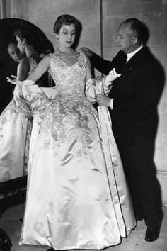 1950- Dior and model Vintage Christian Dior Photos - Most Beautiful Christian Dior Gowns