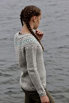 Billedresultat for telja sweater Loom Knitting, Knitting Stitches, Knitting Patterns, Knitting Ideas, How To Purl Knit, Knit Purl, I Cord, Knit In The Round, Sweater Weather