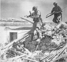 Soldiers of the 8th British Army in battle for the Sicilian city of Enna, july 1943 - pin by Paolo Marzioli