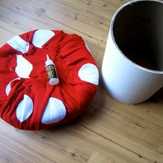 Of course you can do multiple things with this. -DIY toadstool with storage: Imagine this as a from Mario! Mushroom Stool, Mushroom Decor, Fairy Bedroom, Kids Bedroom, Super Mario Room, Gamer Room, Alice In Wonderland Party, Diy Chair, Boy Room