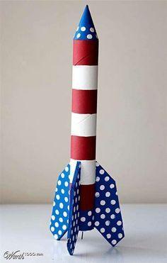 Rakete aus Papierrolle