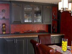 black cabinets with red backsplash Red Kitchen Walls, Black Kitchen Cabinets, Maple Cabinets, Kitchen Cabinet Colors, Painting Kitchen Cabinets, Kitchen Paint, Kitchen Colors, Kitchen Interior, New Kitchen