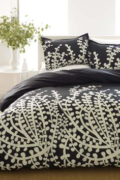 I want a black and white bed set
