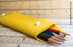 You cant fight it anymore; its time for school. Make the transition from summer to school smoother with a Hand Sewn DIY Pencil Case. This tutorial teaches you how to make your own pencil case with a printable pattern. Recycled Crafts Kids, Dyi Crafts, Easy Crafts For Kids, Craft Stick Crafts, Craft Ideas, Children Crafts, Felt Crafts, Cool Pencil Cases, Diy Pencil Case
