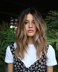 13 stunning bob haircuts for medium length hairstyles - discover our prettiest bob hairstyles with balayages, shaggy bob hairstyles or a lovely ombre hair colour. These are the trendiest hairstyles for hairstyles bob mediumhair balayage 23855073014182465 Cabelo Inspo, Medium Hair Styles, Short Hair Styles, Cute Hair Cuts Medium, Hair Layers Medium, Brown Blonde Hair, Hair 2018, Winter Hairstyles, Hair Looks