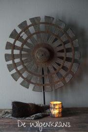 Oud houten spinnenwiel waaier