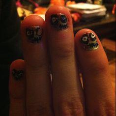 Itzel's zombie fingers!