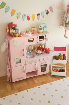 Sweet pinkie kitchen for your little girl #playroom #kids #playtime Find more inspirations at www.circu.net