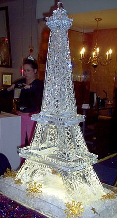 Ice sculpture of the Eiffel Tower for a Paris-inspired Theme Party Tour Eiffel, Paris Quinceanera Theme, Paris Sweet 16, Eiffel Tower Centerpiece, Paris Birthday Parties, Spa Birthday, Parisian Party, Ice Art, Snow Sculptures