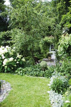 ~ lovely cottage garden