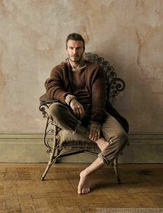 Male Fashion Trends: David Beckham se envuelve en confortables looks de otoño para How to Spend It