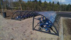 Overkapping voor rolstoelen op terrein van Openluchtmuseum Arnhem.
