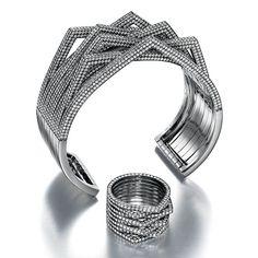 Ring around #repossi.