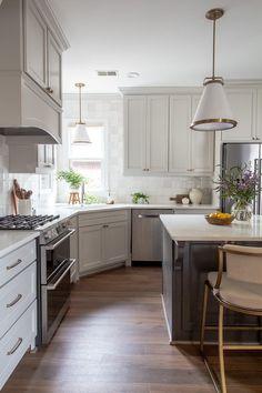Classic White Kitchen, Bright Kitchens, Modern Bar Stools, Southern Homes, Traditional Kitchen, Kitchen Flooring, Kitchen Remodel, Living Room Decor, Kitchen Decor