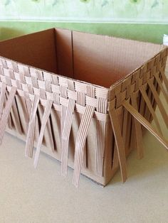 Best 8 diy by me! All I needed was a cardboard box, some rope, a hot glue gun, and linen to line the Cardboard Furniture, Cardboard Crafts, Diy Crafts How To Make, Easy Crafts, Diy Karton, Diy Storage Boxes, Newspaper Crafts, Easy Craft Projects, Basket Weaving