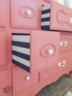 Deux of French Dresser Makeovers Striped dresser drawers- Love these! Beautiful French Provincial Dresser MakeoverStriped dresser drawers- Love these! Refurbished Furniture, Repurposed Furniture, Furniture Makeover, Painted Furniture, Dresser Makeovers, Painted Dressers, Dresser Ideas, Diy Dresser Makeover, Redone Dressers