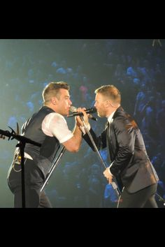 Robbie Williams live at O2 arena with Gary Barlow.