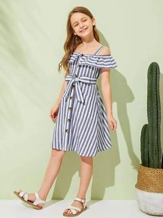 Girls Foldover Front Pocket Front Dress With Strap – Kidenhouse Frocks For Girls, Cute Girl Outfits, Little Girl Dresses, Kids Outfits, Girls Dresses, Girls Fashion Clothes, Tween Fashion, Fashion Outfits, Houndstooth Dress
