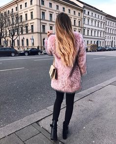 Strollin' through Munich with my new pink fluffy coat😍😄 Pink Fluffy Jacket, Pink Fur Coat, Fluffy Coat, Fashion Books, Fashion Outfits, Dress Fashion, Warm Outfits, Minimal Fashion, Minimal Style