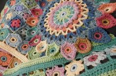 A blog about crochet, colour with lots of free patterns