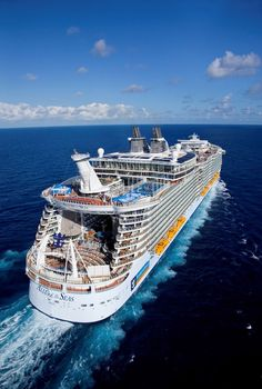 Allure of the Seas, Royal Caribbean Awesome 😎 Cruise Travel, Cruise Vacation, Grandeur Of The Seas, Western Caribbean Cruise, Grand Luxe, Best Cruise Ships, Sports Nautiques, Floating Hotel, Royal Caribbean Ships