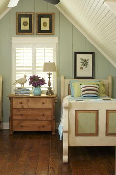 Cottage decor: Bedroom | Jeff Chapman and Stan DuBois via At Home Arkansas