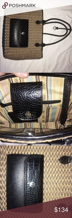 Wow super cute bag! Brighton Straw button bag! This Brighton bag is in great condition and just a head turner- I'm not familiar with Brighton so I'm not able to go too in depth as I just picked this up at a estate sale yesterday! Can't beat this design as the button clamp, strapped handle make use and transportation of this almost too natural! May give this to my mom for Mother's Day if it doesn't fly off the shelves! I ship today if before 7 central and tomorrow I'd not! Make your mom…