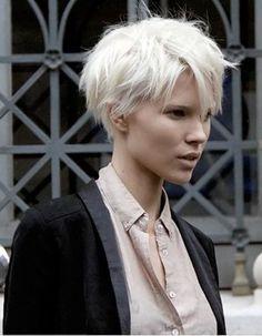La coupe courte, vous y pensez ? Pixie, chic ou garçonne, les femmes sont de plus en plus nombreuses à oser les coiffures courtes. Découvrez les plus...