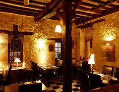 Le magnifique cadre de l'Auberge des Bouviers à Lectoure. Un #restaurant qui vient d'ailleurs d'obtenir son Bib Gourmand au Guide Michelin 2015 !  #gastronomie #cuisine #TourismeGers #Gers