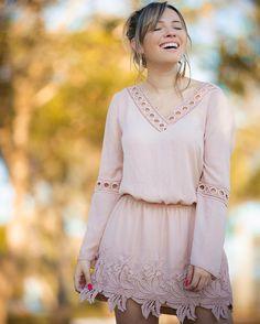 Pensa num vestido feminino romântico e com esse barrado todo trabalhado! Apaixonada por esse que é da @kessesoficial e em breve vai ter look no blog! #publi by tacielealcolea