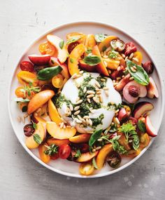 Recipe: An easy caprese salad with burrata, tomatoes and peaches-very tasty summer salad. It looks beautiful plated, too! Nice salad for entertaining. Burrata Salad, Caprese Salad, Burrata Cheese, Cashew Cheese, Spinach Salad, Fruit Salad, Pasta Recipes, Salad Recipes, Snacks