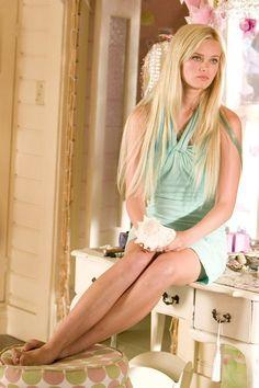 Sara Paxton as Aquamarine 🌊, I love her hair. Sara Paxton, Aquamarine Movie, Hair Movie, Blue Highlights, Blue Streaks, Grunge Hair, Hairstyles With Bangs, Blue Hair, Nostalgia