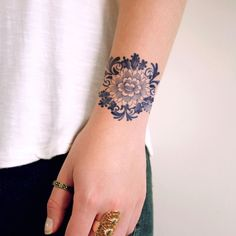 Delfts Blue round flower tattoo