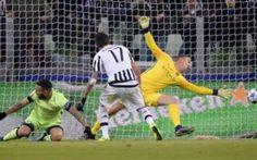 Una Juventus monumentale batte 1-0 il Manchester City. Grande prova di forza della Juventus che esce vincitrice per la seconda volta nello scontro con il Manchester City di Sergio Aguero. Sugli scudi Andrea Barzagli ed Alex Sandro. #calcio #champions #juventus #mandzukic
