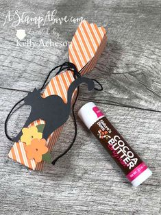 Check out my alternative ideas for the HELLO PUMPKIN kit! VIDEO TUTORIAL - Click for details - ️SHOP ️ - ORDER STAMPIN' UP! PRODUCTS ON-LINE. Purchase the $99 Starter Kit & enjoy a 20% discount! Tons of paper crafting ideas & FREE Online Classes. www.AStampAbove.com