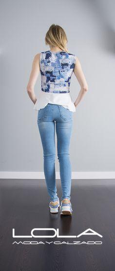 Prepárate para el calor con todo el estilazo.  Pincha este enlace para comprar tu blusa en nuestra tienda on line:  http://lolamodaycalzado.es/primavera-verano/607-blusa-con-vuelo-azul-y-blanco-salsa.html