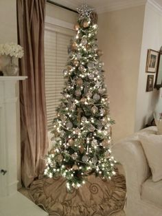 55 Gorgeous Christmas Décoration Ideas with Sparkling Gold Theme - About-Ruth Thin Christmas Tree, Pencil Christmas Tree, Christmas Tree Themes, Christmas Love, Holiday Decor, Christmas Ideas, Xmas Trees, Slim Tree, Winter Wonderland Christmas