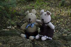 Teddy bears boy and girl sat on a tree stump