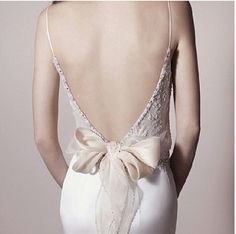 Detail and texture of the lace + backless level