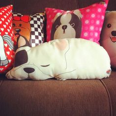 Best diy dog pillow no sew how to make 16 Ideas Cute Pillows, Kids Pillows, Throw Pillows, Kids Couch, Dog Cushions, Fabric Crafts, Sewing Crafts, Sewing Projects, Sewing Ideas