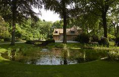 large pond around house - small bridge - romantic, made by Jan Joris Tuinarchitectuur - Belgium