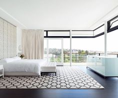 Floor-to-ceiling glass and a cantilevered ceiling without a central support allows the main bedroom to enjoy an uninterrupted ocean panorama.