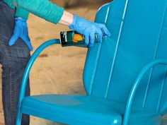 3 Tips You HAVE to know BEFORE painting Metal - Patio Furniture - Ideas of Patio Furniture - Painting metal can give your house a completely new look completely transform patio furniture or give your sons a bike a brand new look. Patio Vintage, Vintage Patio Furniture, Patio Furniture Cushions, Furniture Repair, Patio Furniture Sets, Furniture Ideas, Outdoor Furniture, Office Furniture, Furniture Redo