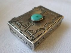 Vintage-Old-Pawn-Navajo-Stamped-Sterling-Turquoise-Treasure-Trinket-Pill-Box