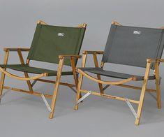 GS Touring Chair by Kermit Chair Company  ¥38,000+tax  Made in USA ●耐荷重:158kg ●座面高:約30cm ●重量:約2.4kg ●素材:オーク材、アルミ、スチール、1,000デニールナイロン ●収納サイズ110×160×560mm 設計者のTom Sherrill (トム・シェリル)がバイクでのツーリングキャンプの際に軽量、コンパクトで快適な椅子がなく、自ら小さいサイズの専用バッグに簡単に分解〜収納できるツアーリング・チェア開発したのが始まり。その華奢な脚からは想像つかない質実剛健の造りが評判を呼び、世界中に愛用者が増えているアウトドアチェアです。STUSSY Livin' GENERAL STOREでは同社公認の基でカラー別注や脚部分へ「Funky Fresh Gear…」の刻印入れを行いました。今季はライトグレーがラインナップに加わりました。  STUSSY Livin' GENERAL STORE -- Product --