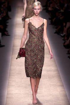 Valentino Spring 2013 Ready-to-Wear Fashion Show - Juliana Schurig (Elite)