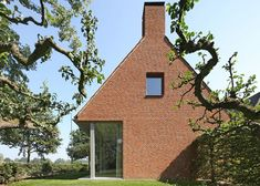 House in the Dutch countryside featuring a large glazed wall to offer views of the picturesque landscape.