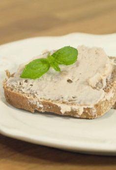 Zastąp sztuczne serki ze sklepu domową pastą z pietruszki  - http://tvnmeteoactive.tvn24.pl/dieta,3016/zastap-sztuczne-serki-ze-sklepu-domowa-pasta-z-pietruszki,188110,0.html