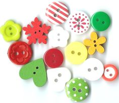 15 Wooden Christmas Mixed Buttons Christmas by ButtonWorldUK